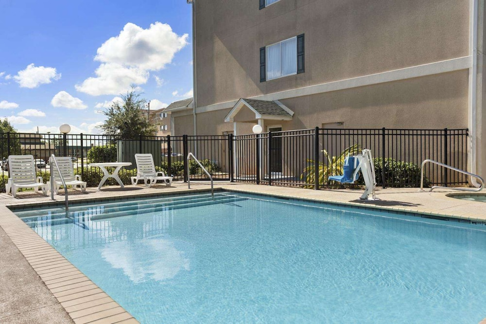 Outdoor Pool, Country Inn & Suites by Radisson, Saraland, AL