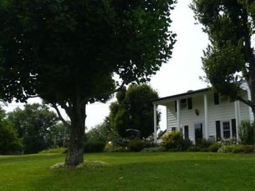 Great Place to stay Schaefers Bed & Breakfast near Sunman