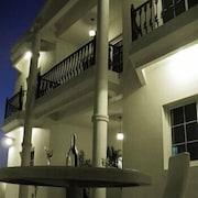 The Jumeirah Garden - Guest House