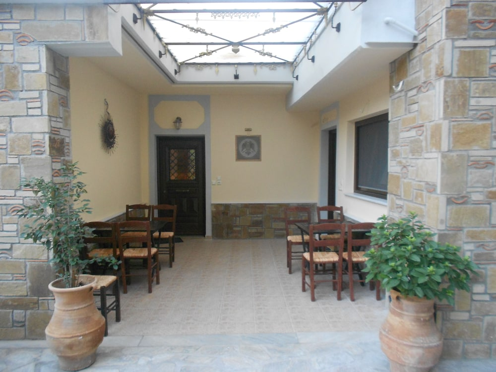 Courtyard, Alsos House