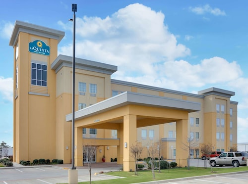 La Quinta Inn & Suites by Wyndham Denton - University Drive
