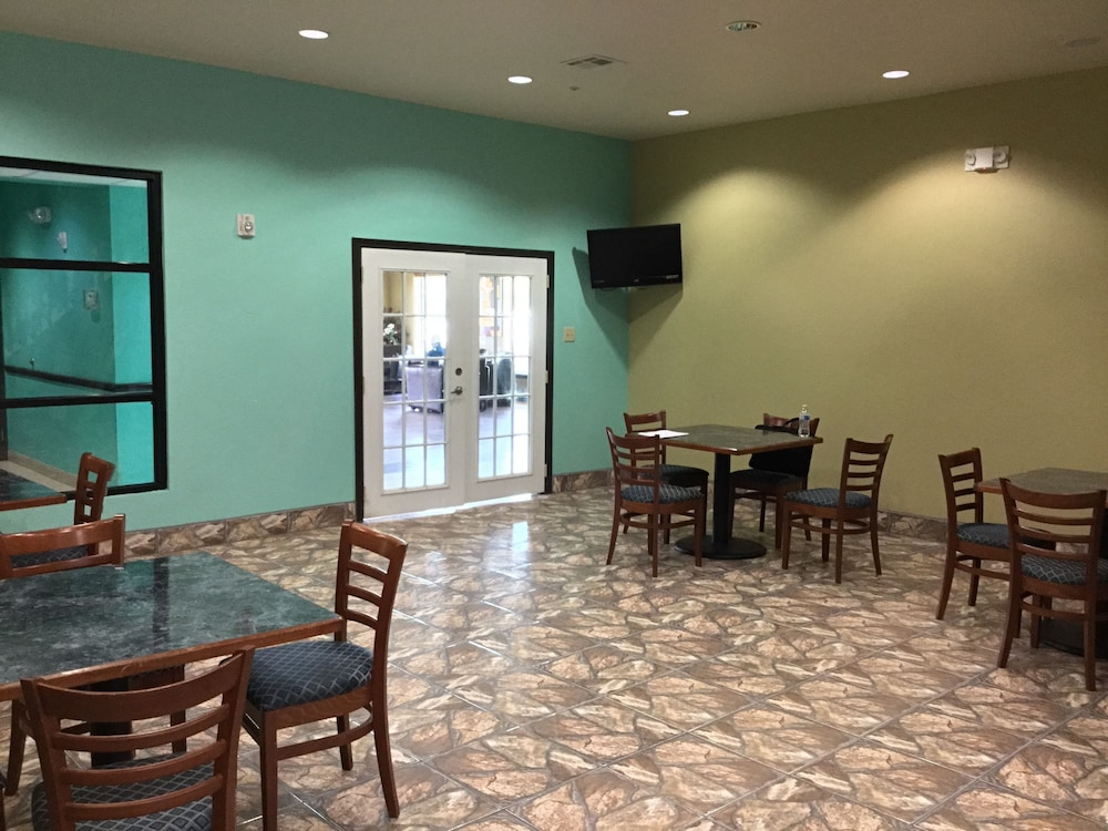Breakfast Area, Days Inn by Wyndham Kemah
