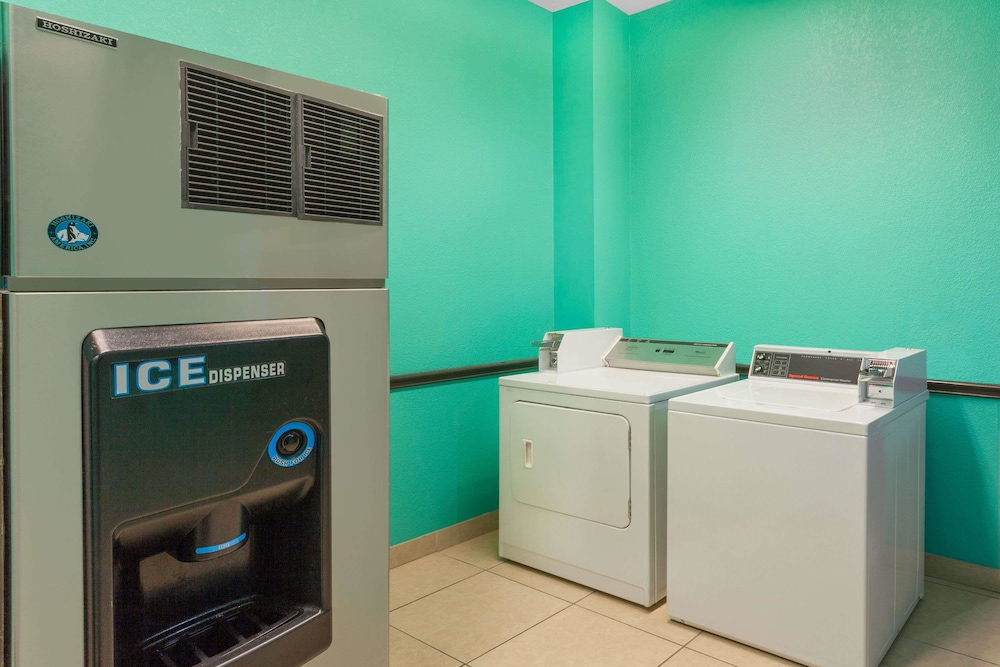 Laundry Room, Days Inn by Wyndham Kemah