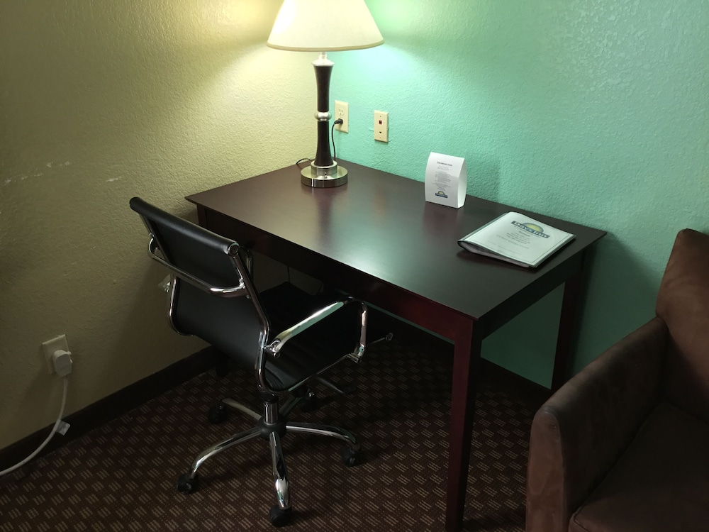 In-Room Business Center, Days Inn by Wyndham Kemah