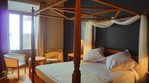 1 dormitorio, escritorio, cortinas opacas