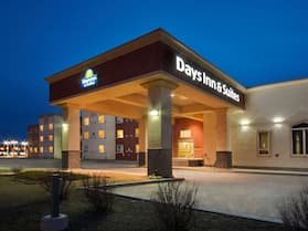 Days Inn & Suites by Wyndham Whitecourt