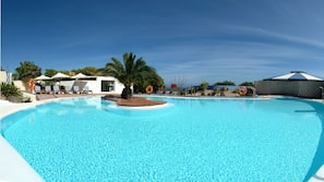 Indoor pool, 2 outdoor pools