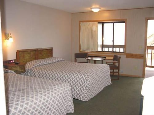 Room, Mayflower Motel and Suites