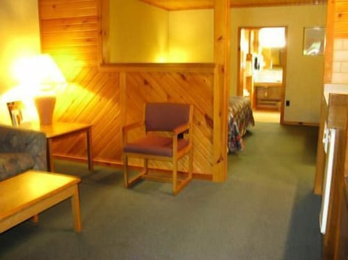 Living Area, Mayflower Motel and Suites