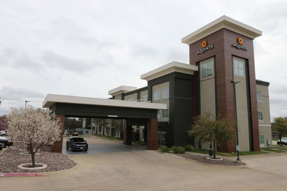 Property Entrance, La Quinta Inn & Suites by Wyndham Austin NW/Lakeline Mall