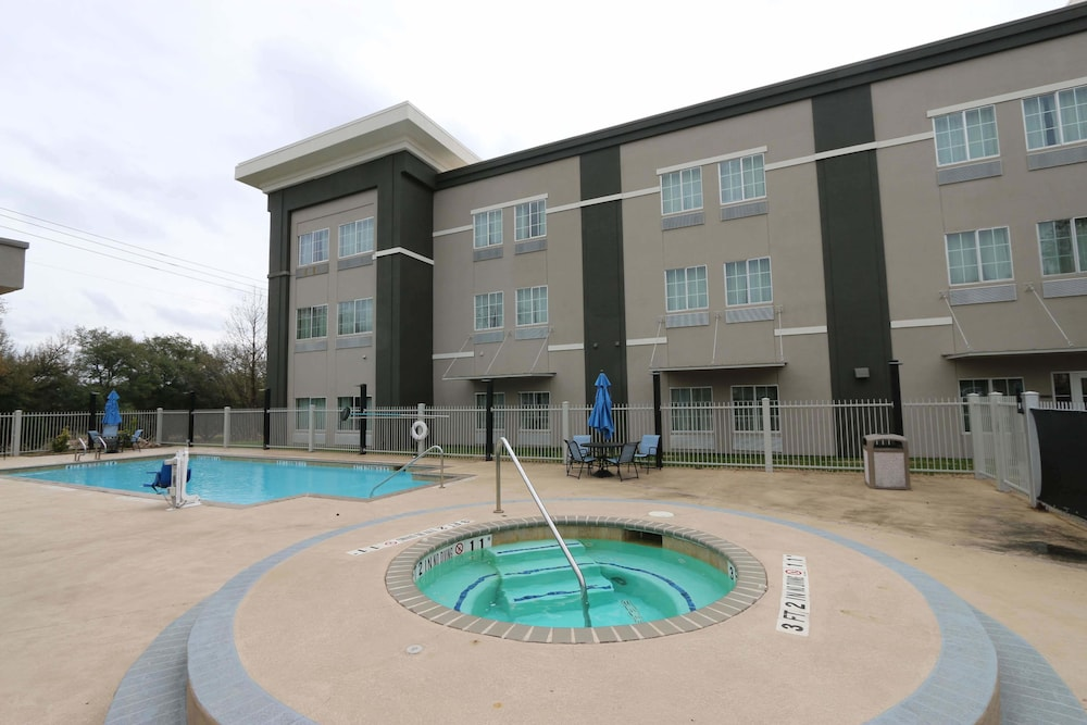 Pool, La Quinta Inn & Suites by Wyndham Austin NW/Lakeline Mall