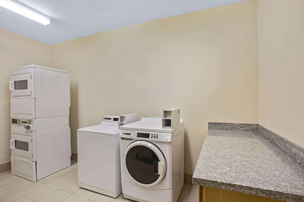 Laundry Room, La Quinta Inn & Suites by Wyndham Austin NW/Lakeline Mall