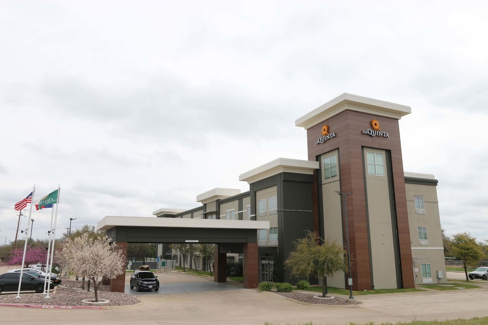 Front of Property, La Quinta Inn & Suites by Wyndham Austin NW/Lakeline Mall