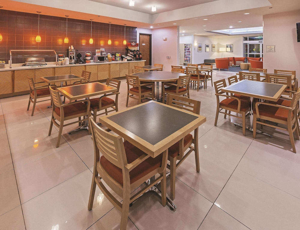 Breakfast Area, La Quinta Inn & Suites by Wyndham Austin NW/Lakeline Mall