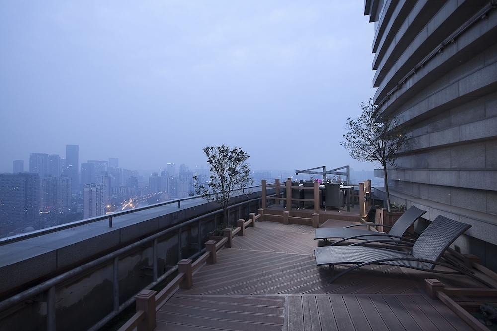 Sundeck, Somerset Riverview Chengdu