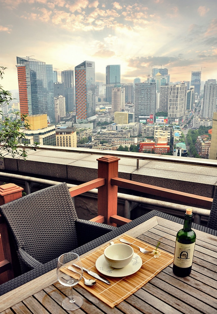 Outdoor Dining, Somerset Riverview Chengdu