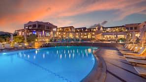 Indoor pool, 3 outdoor pools, free pool cabanas, pool umbrellas