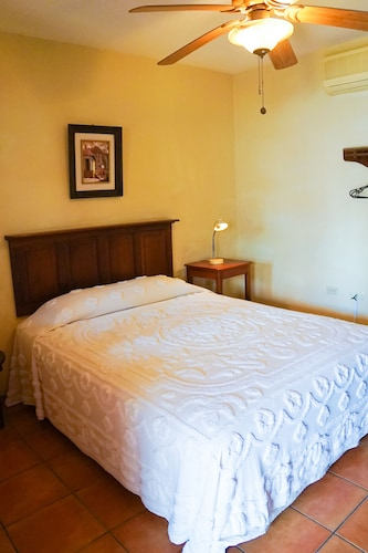 Hotels near Museo de Paleontología, Zacapa: Find Cheap $9