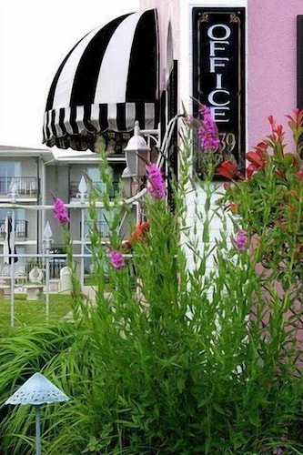 Property Grounds, Periwinkle Inn - Cape May, NJ