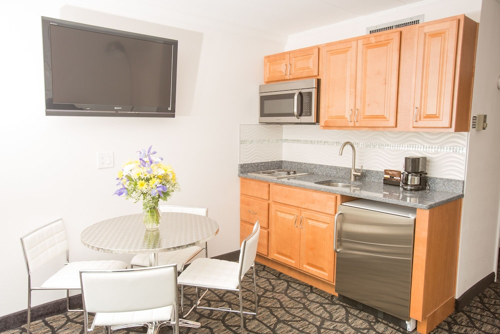 Private Kitchenette, Periwinkle Inn - Cape May, NJ