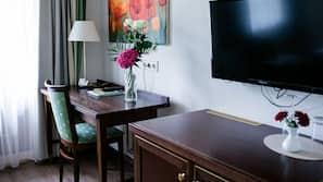 객실 내 금고, 책상, 암막 커튼, 다리미/다리미판
