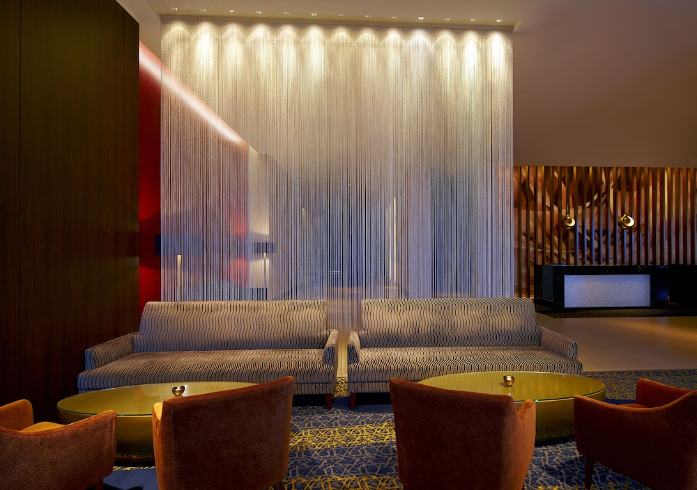 Lounge 45 of 49