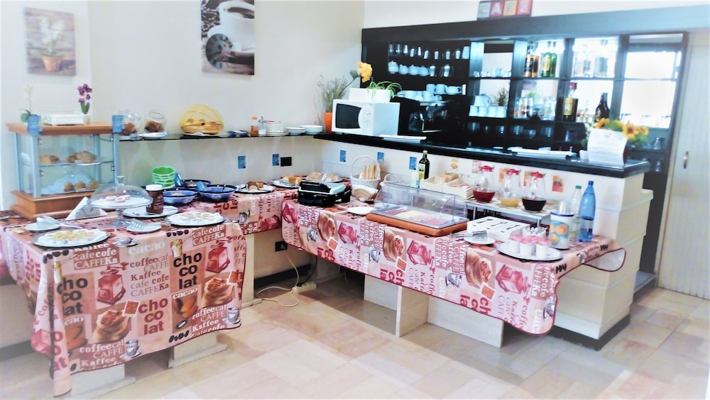 Breakfast buffet, Hotel Provenza