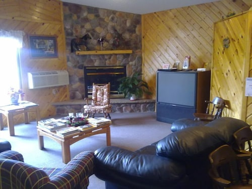 Living Room, Skyline Motel