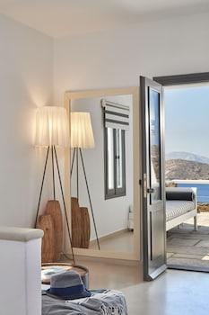 Ios Cyclades, 84001, Greece.