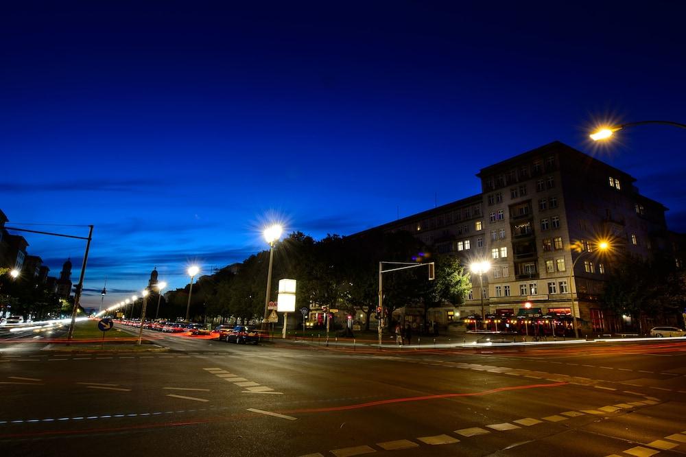 Book hotel pension bolgerini inn berlin hotel deals for Hotels close to mercedes benz stadium