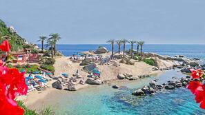 Plage privée à proximité, navette pour la plage, chaises longues