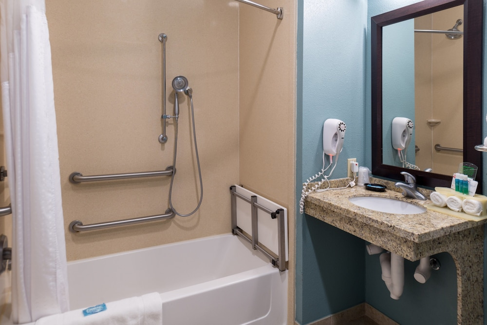 Bathroom, Holiday Inn Express Hotel & Suites Rockport, an IHG Hotel