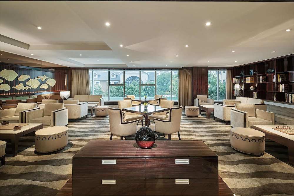 Executive Lounge, Hilton Shanghai Hongqiao