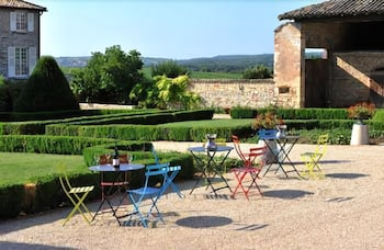 Outdoor Dining, Le Chateau De Besseuil