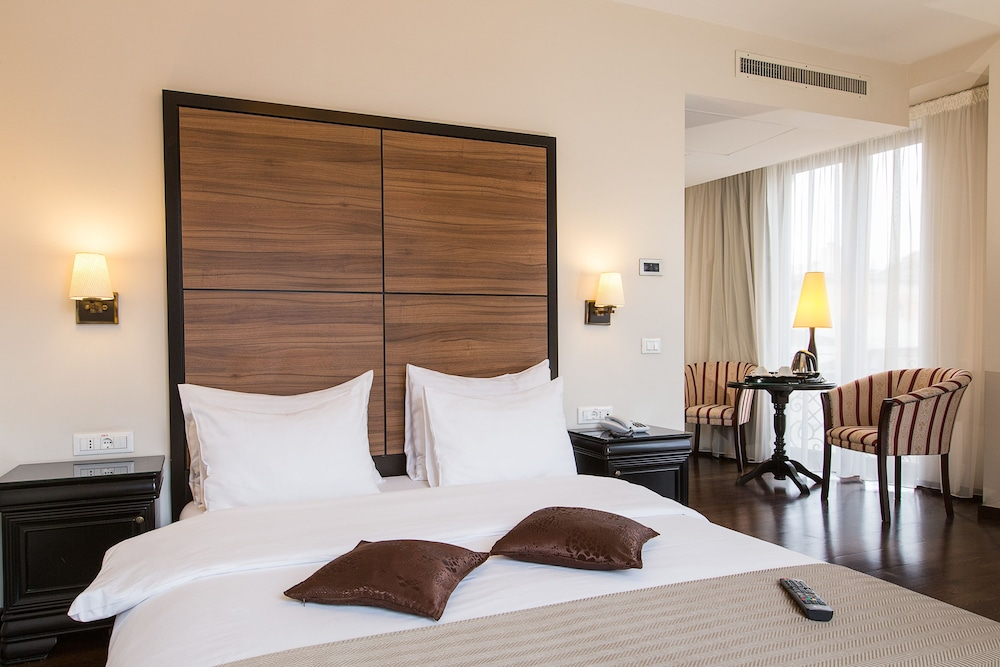 Room, Europa Royale Bucharest