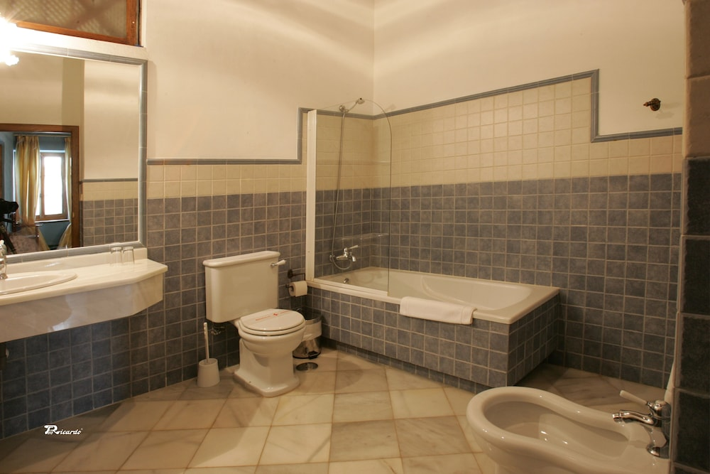 Bathroom, Posada de Palacio