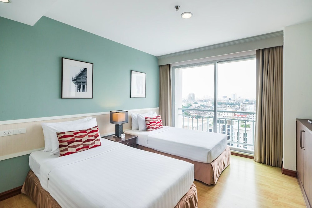 Room, Evergreen Place Siam by UHG