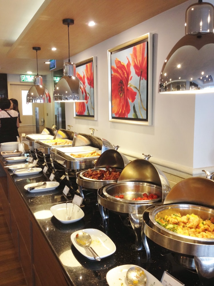 Buffet, Evergreen Place Siam by UHG