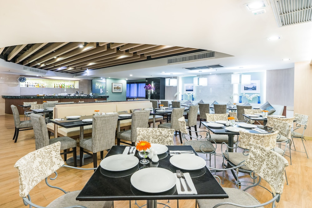 Dining, Evergreen Place Siam by UHG
