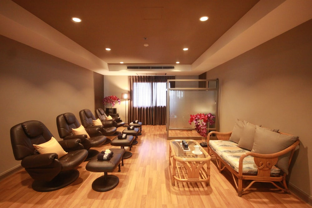 Massage, Evergreen Place Siam by UHG
