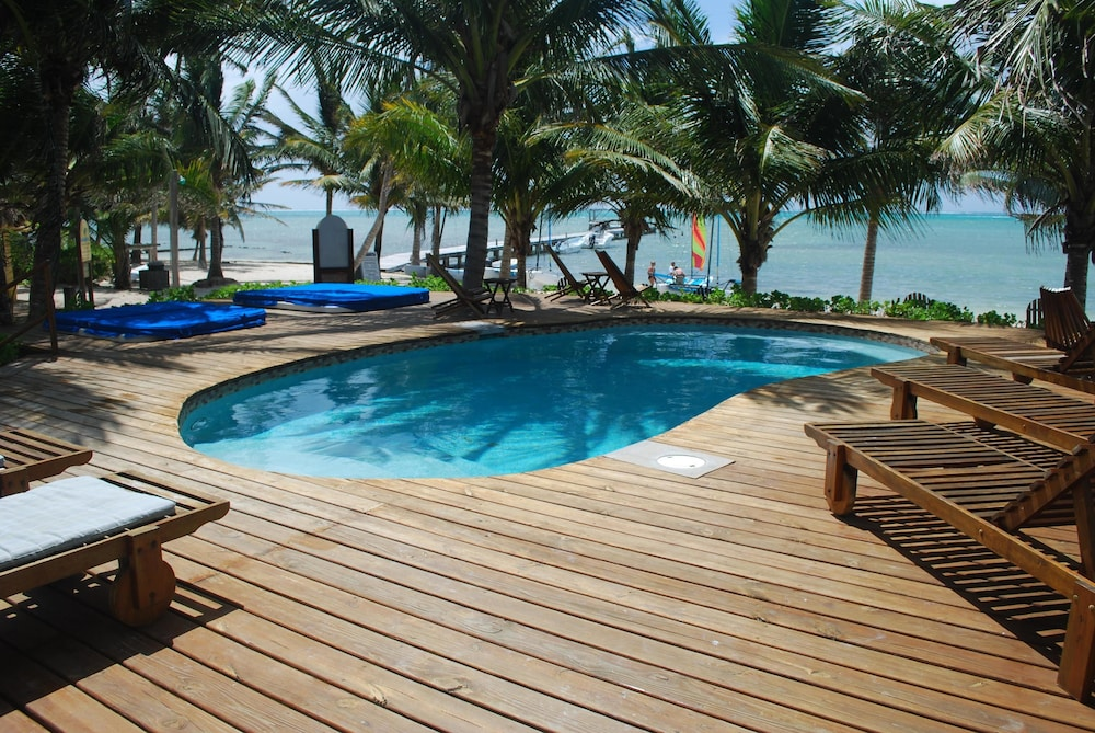 Outdoor Pool, Caribbean Villas Hotel