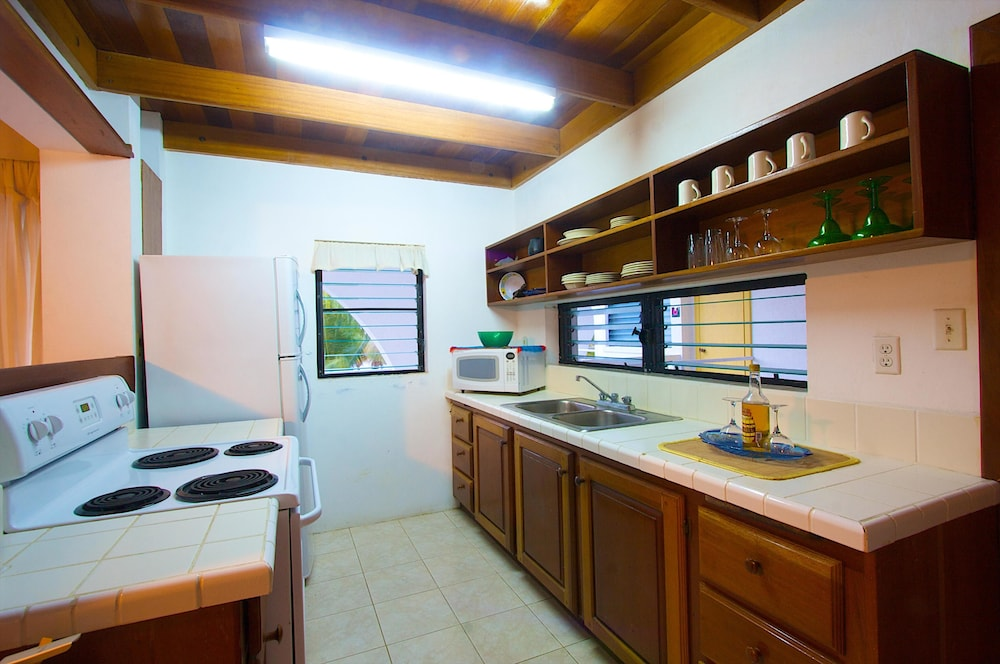 Private Kitchen, Caribbean Villas Hotel