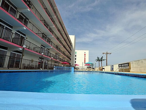 Outdoor Pool, Beach Terrace Motor Inn