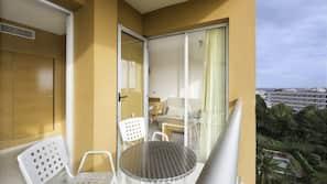 Desk, blackout curtains, free cots/infant beds, bed sheets