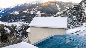 5 개의 실내 수영장, 야외 수영장