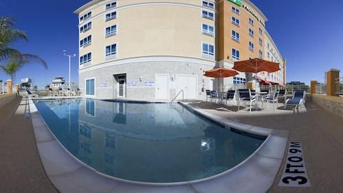 Great Place to stay Holiday Inn Kemah (Near Boardwalk) near Kemah