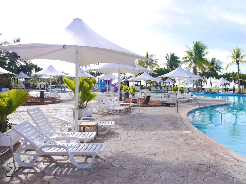 Outdoor Pool, Leopalace Resort Guam