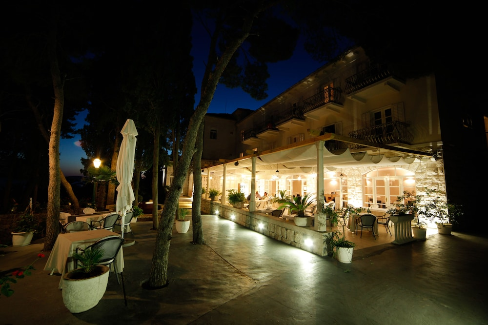 Front of Property - Evening/Night, Hotel Croatia
