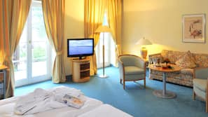 Hochwertige Bettwaren, Minibar, Zimmersafe, individuell dekoriert