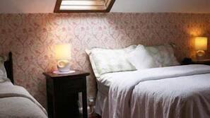 Iron/ironing board, free WiFi, linens